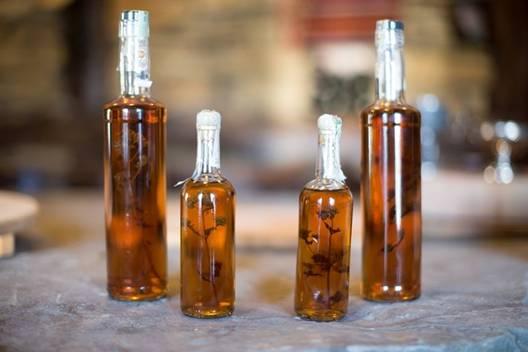 В Троянският манастир правят уникална, лековита, билкова ракия! Вижте!