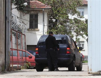 Скандални разкрития! Шатката и Хосе ВЪОРЪЖЕНИ с пистолет на служител на затвора!!!