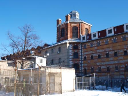 Софийския затвор е като швейцарско сирене! Двама избягаха през ТУНЕЛ!!!