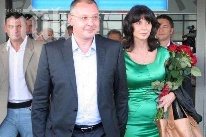 МЕГА СКАНДАЛ! Моника Станишева стана МИЛИОНЕРКА, от обществени поръчки!!!
