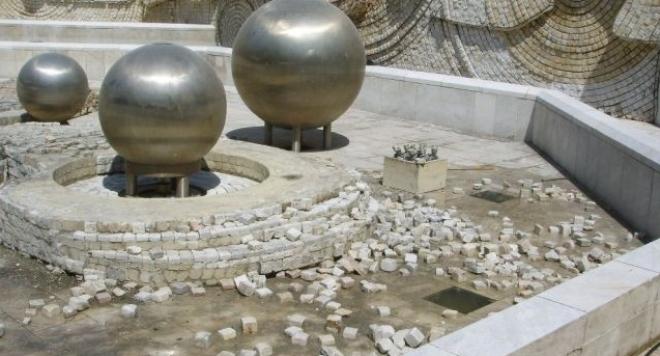 Трагедия! Дете лежи в КОМА, заради необезопасените фонтани на НДК!!!