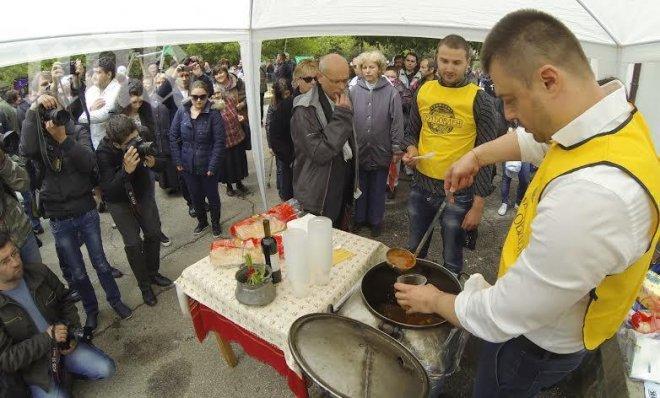 Хранителната агитация продължава! Бареков НАХРАНИ и военните!!!