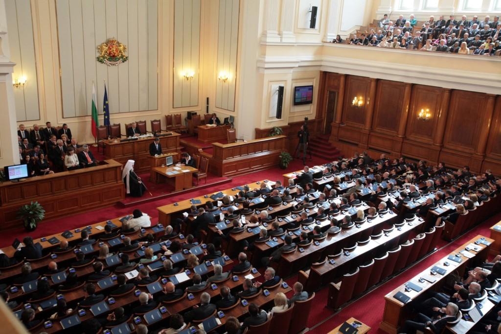 СКАНДАЛ! 159 депутати от 1990г. насам са били агенти на ДС! Вижте повече!